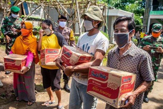 Bantuan paket sembako dan masker untuk warga Page 2 Small