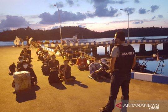 Bakamla amankan 47 TKI dari Malaysia lewat