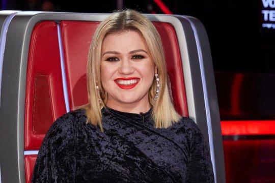 Tak bayar komisi, Kelly Clarkson dituntut manajemen perusahaan