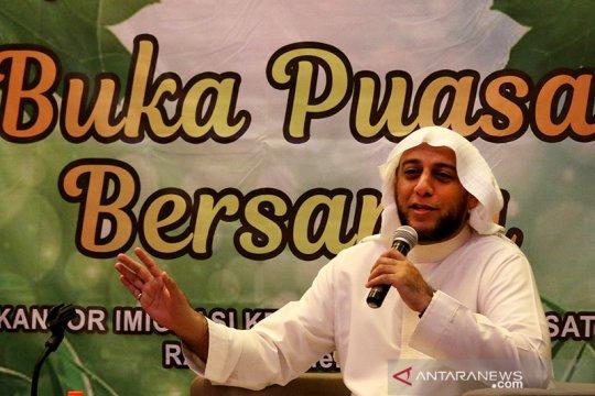 Syekh Ali Jaber: ibadah di masjid kenikmatan tapi saat ini tidak mungkin