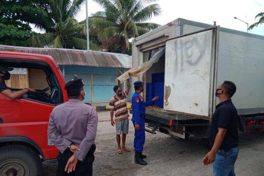 Polisi periksa bawaan armada logistik di Pelabuhan Tanjungkalian