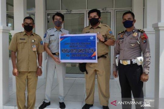 JR Babel Salurkan Bantuan ke Mushola Kantor Samsat Belitung