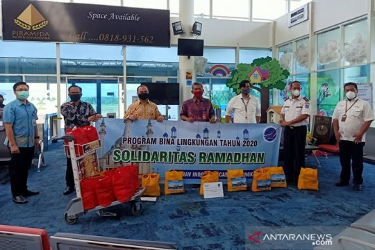 AP 2-AirNav berikan sembako bagi pekerja Bandara Depati Amir (Video)