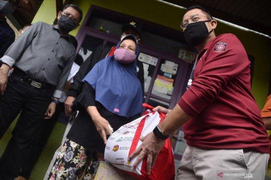 Kementerian Sosial salurkan bansos di Bekasi