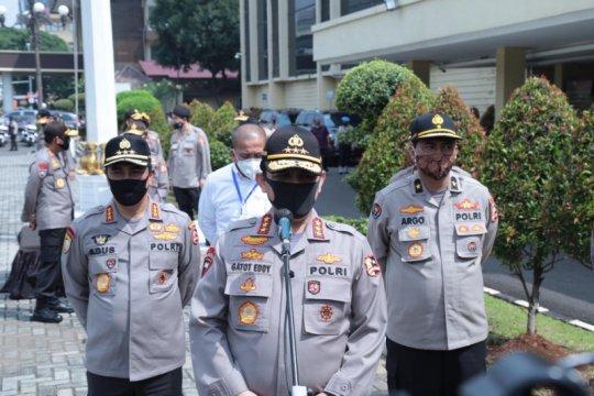 Wakapolri pimpin penyerahan bansos serentak Polri peduli COVID-19
