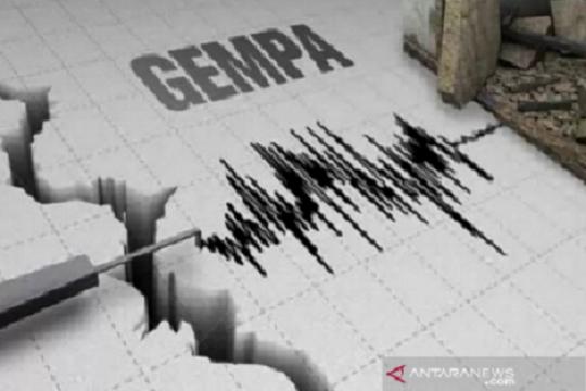 Pejabat pemerintah Buleleng berhamburan ke luar ruangan karena gempa
