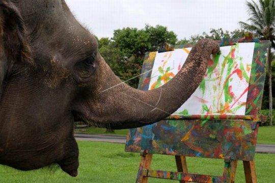 Gajah belajar melukis Page 1 Small