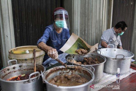 Penjual gudeg terapkan protokol kesehatan normal baru