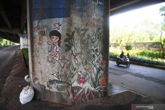 Mural tidak terawat di Jakarta