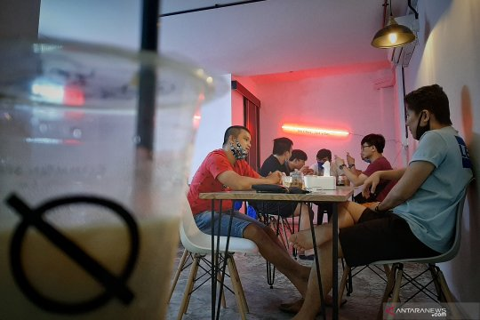 Coffeeshop di Batam kembali ramai jelang penerapan New Normal Page 2 Small