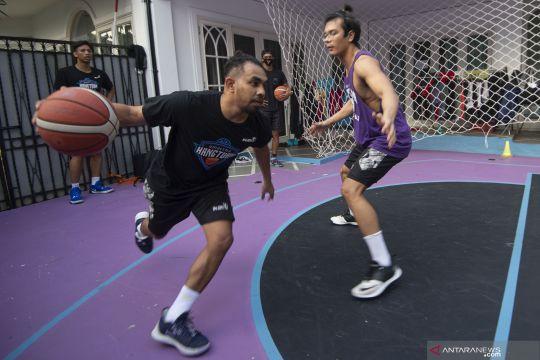 Latihan klub basket Amartha Hangtuah saat pandemi