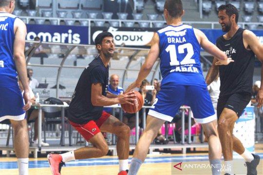 Begini aksi Novak Djokovic saat bermain basket