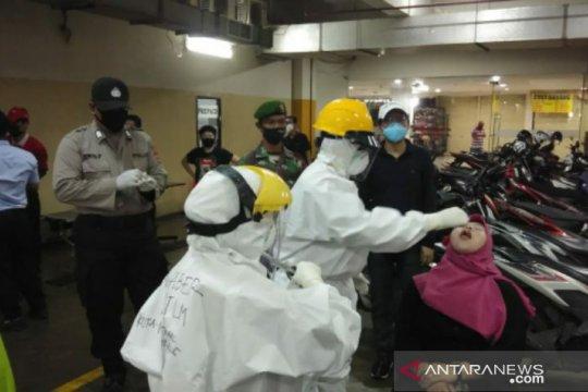 Tim Gugus COVID-19 Pangkalpinang lakukan tes swab masal di pusat perbelanjaan