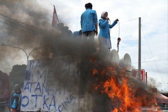 Mahasiswa demo menolak kedatangan ratusan TKA asal Tiongkok
