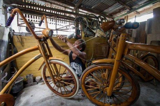 Kerajinan sepeda kayu Page 2 Small