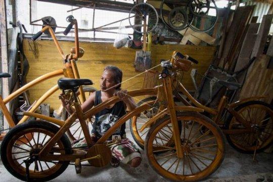 Kerajinan sepeda kayu Page 1 Small