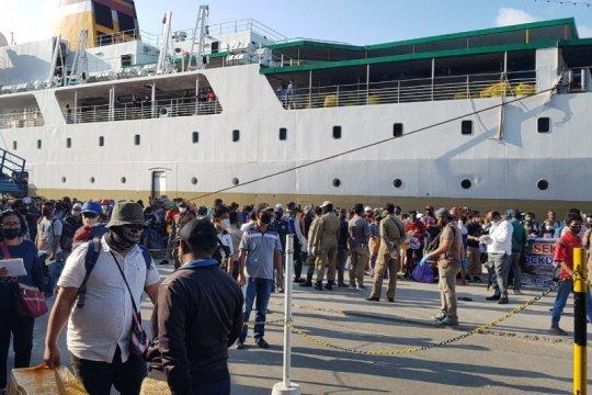 Enam penumpang kapal Dobonsolo palsukan hasil tes cepat COVID-19