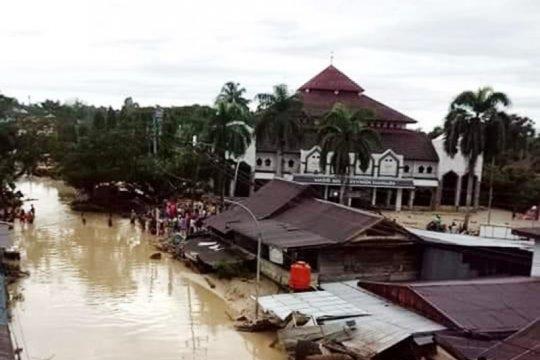 Banjir bandang di Masamba