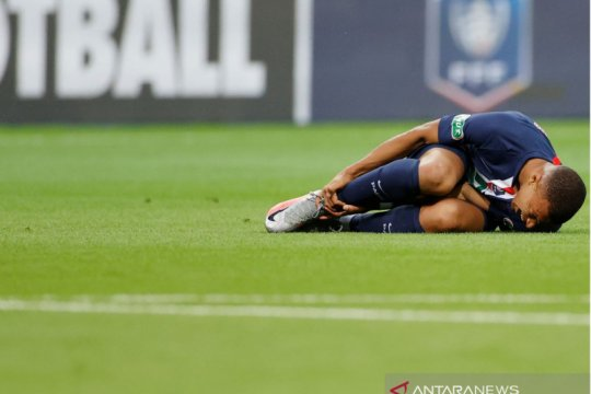 PSG pastikan Kylian Mbappe alami keseleo pergelangan kaki