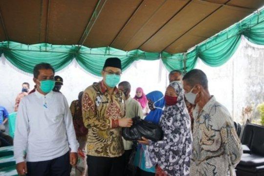 Pemkab Bangka Barat salurkan bantuan pengaman sosial di Kecamatan Kelapa
