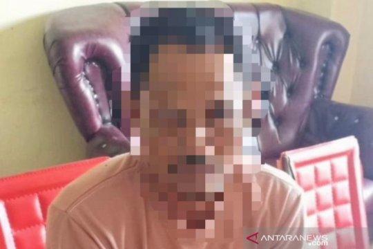 Seorang ayah tega dua kali menggauli anak kandungnya karena kesepian