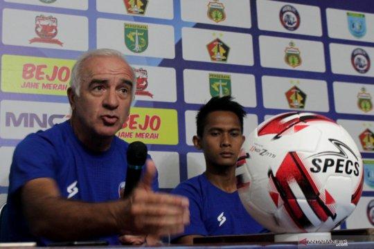 Pelatih Arema FC Mario Gomez mundur