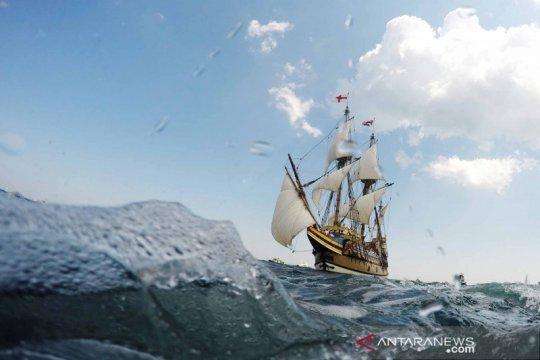 Kapal layar Mayflower II berlayar kembali ke kota asalnya di Inggris