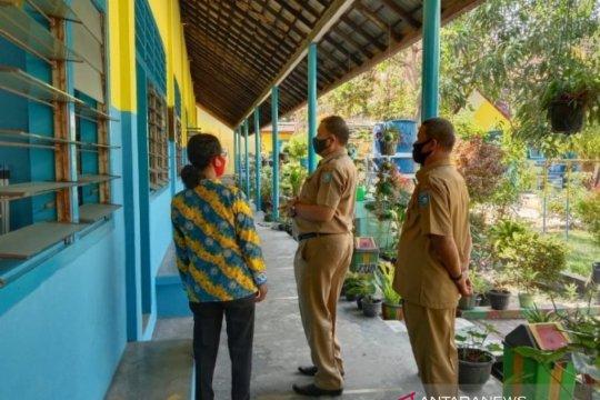 Pemkab Bangka Barat memantau pelaksanaan KBM tatap muka