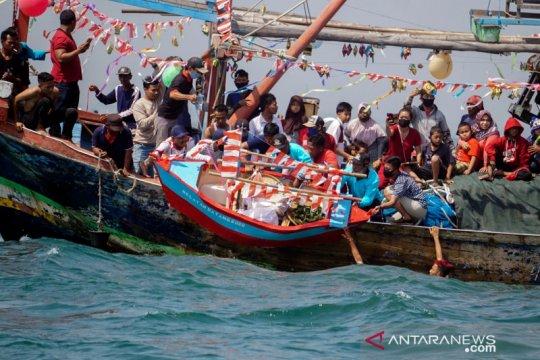 Tradisi sedekah laut di Batang