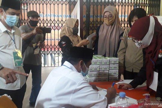 Pasangan Safri-Eddy Arif serahkan berkas calon peserta Pilkada Bangka Barat