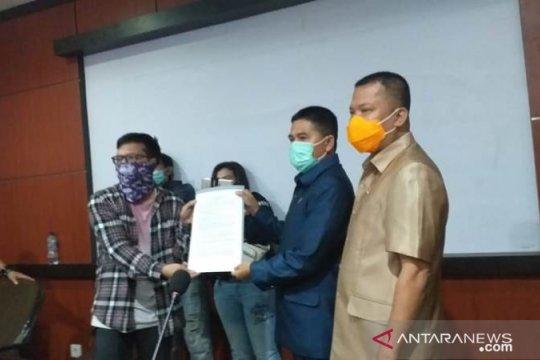 Massa sampaikan sepuluh persoalan ke DPRD Belitung