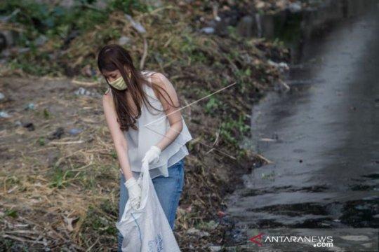 Hukuman Membersihkan Sungai Pelanggar Protokol Kesehatan