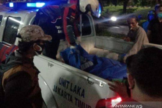 Pengendara motor tewas menabrak pohon