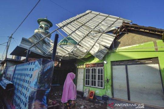 Delapan Belas Rumah Rusak akibat  Angin Puting Beliung