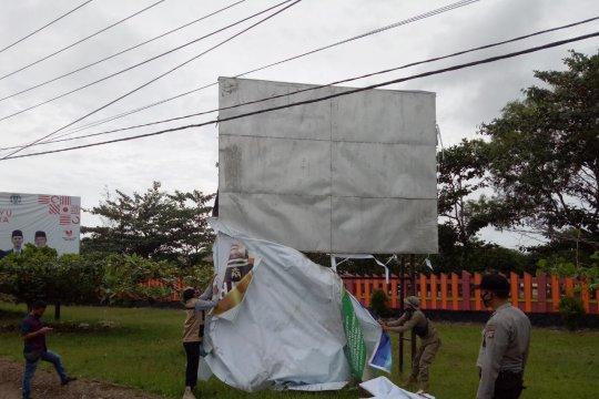 Bawaslu Bangka Tengah tertibkan alat peraga pasangan calon
