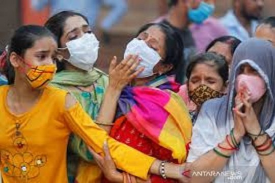 Banjir korban meninggal COVID-19, India mulai kremasi massal