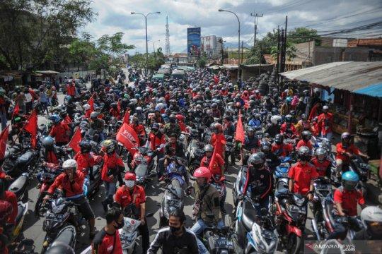 Buruh blokir jalan nasional di Kabupaten Bandung