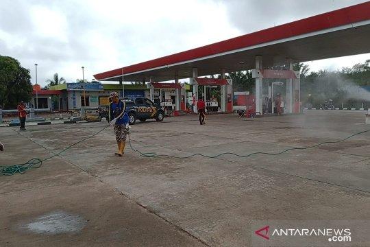 Polres Bangka Barat giatkan penyemprotan disinfektan di fasilitas umum