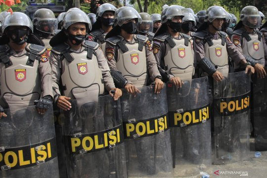 1000 polisi jalani tes cepat COVID-19 usai amankan aksi tolak UU Cipta Kerja