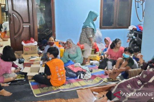 Sejumlah warga terdampak longsor dan banjir  butuh bantuan pakaian