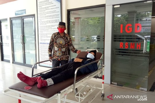 Ketua DPRD dampingi pasien rujukan ke Palembang