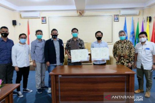 Rektor UBB dan Ketua IKA tandatangani MoU