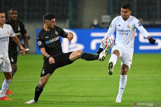 Real Madrid bangkit dari tertinggal dua gol untuk imbang 2-2 dengan Gladabch