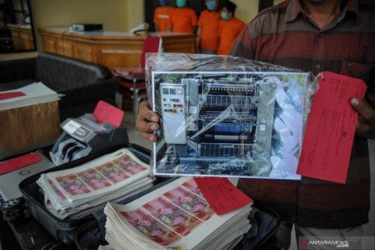Rilis uang palsu di Bandung