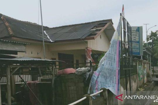 Gedung pemerintah di Bangka rusak akibat angin puting beliung