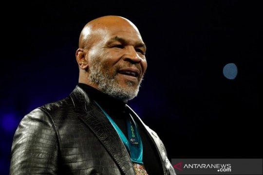 Mike Tyson tak berhenti bertarung usai duel dengan Roy Jones Jr