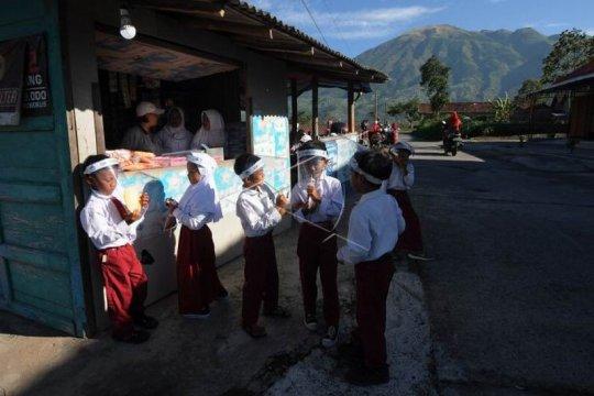 Aktivias sekolah di lereng Gunung Merapi