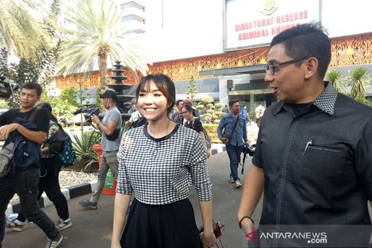 Gisel memenuhi panggilan Polda Metro Jaya untuk diperiksa sebagai saksi