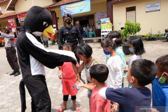 Gegana bantu logistik pengungsi Merapi