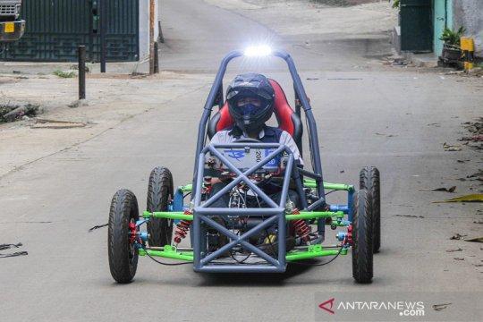 Bengkel di Bekasi mampu produksi mobil listrik dengan batere tahan lima jam